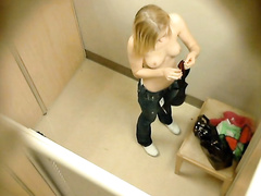 Amateur titties in the fitting room