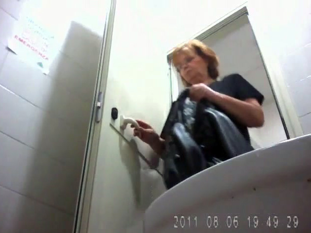 Mature woman poops and wipes in toilet camera video | voyeurstyle com