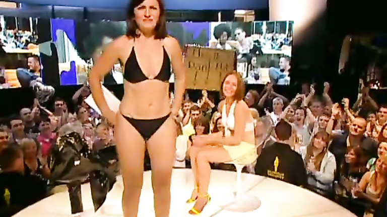 British TV show host looks hot in a bikini