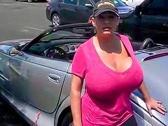 Amateur girl has gigantic tits in tee shirt