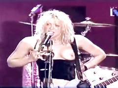 Hot rockstar plays a song with her boobs out in the open