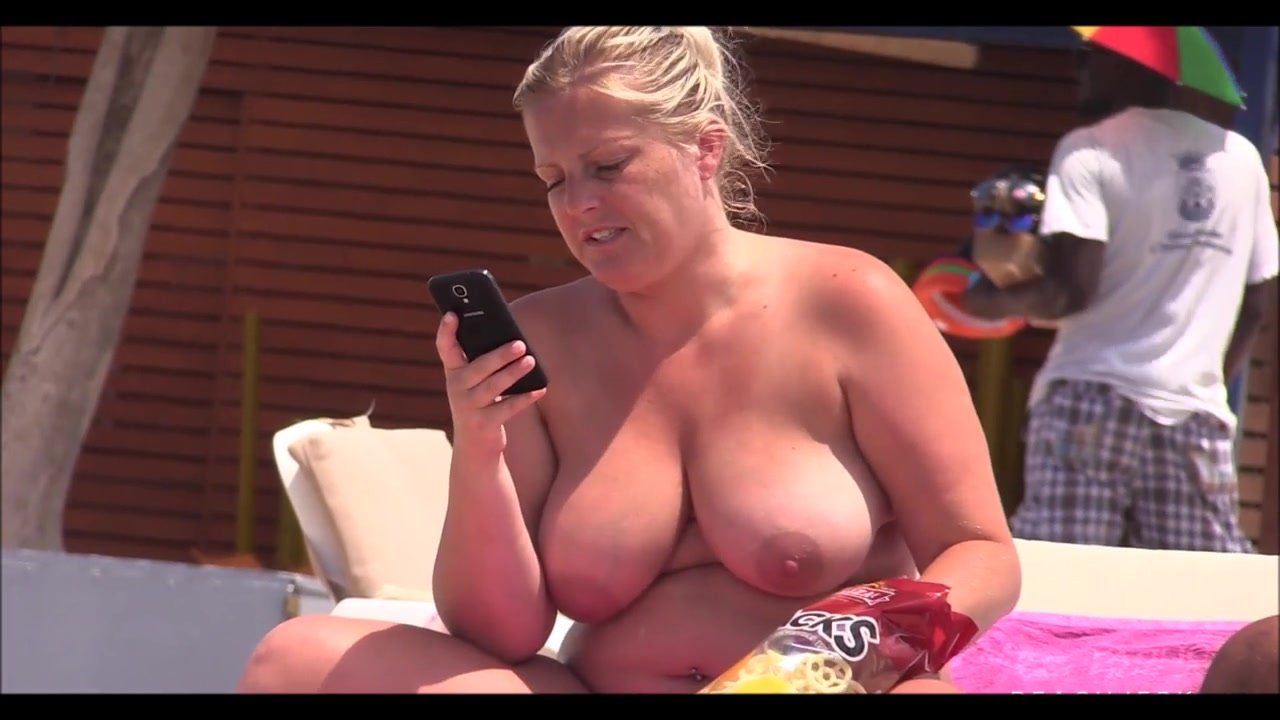 Chubby MILF with massive natural tits sunbathes at the beach | voyeurstyle. com