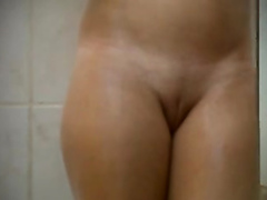Beautiful shaved pussy filmed through the keyhole