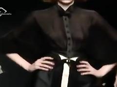 Stimulating models at the fashion show