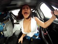 Crazy car ride reveals the chick's superb tits