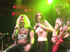 Dazzling fangirl uncovers her breasts on the stage