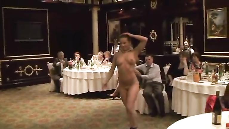 Delightful blonde goes naked for the elegant crowd