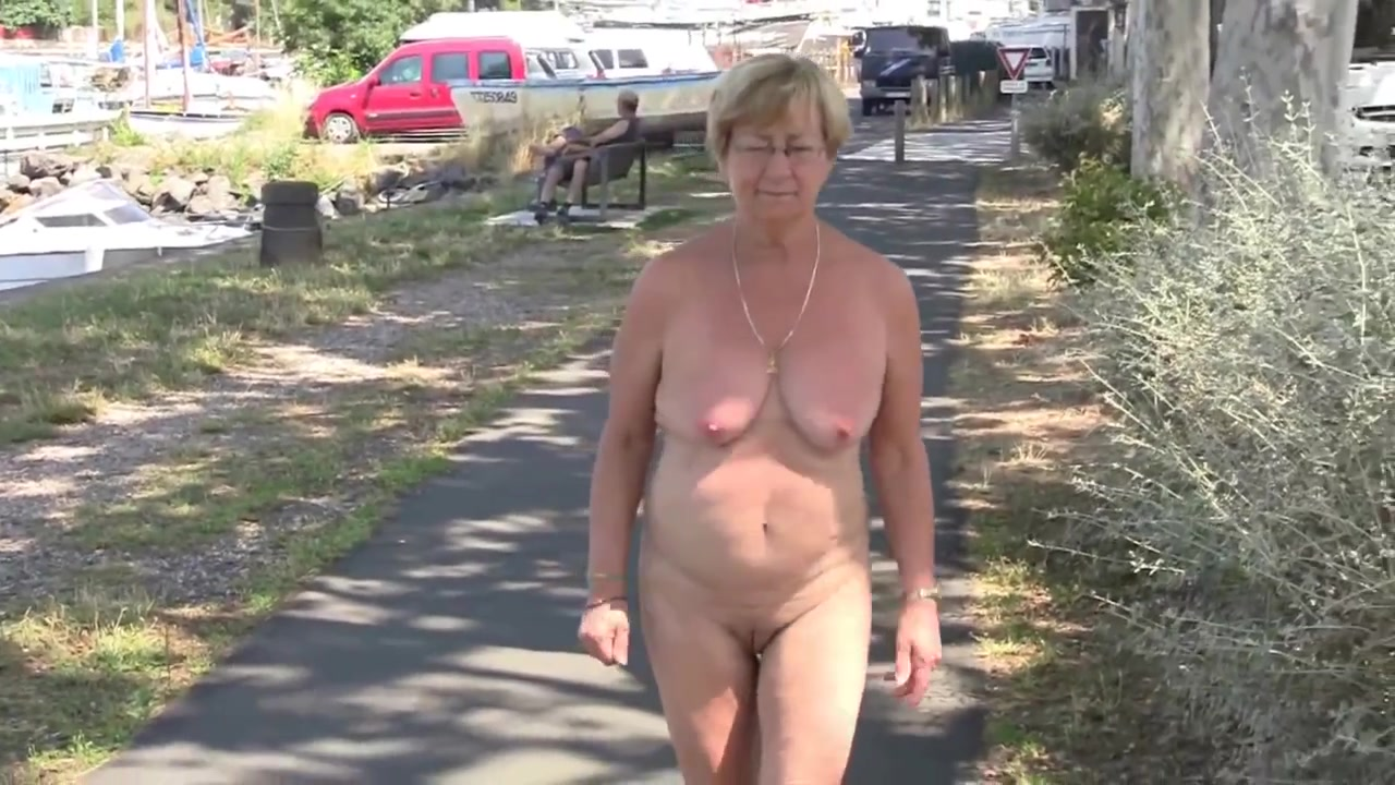 amateur walking around naked