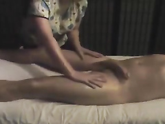 Stacked Thai woman delivers the perfect handjob