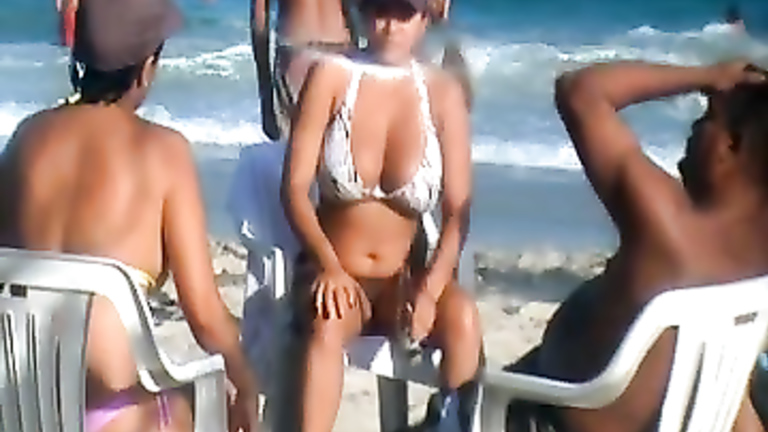 Busty lady amazing scenes caught by voyeur