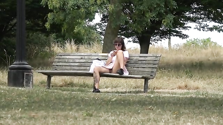 Flashing of a pussy in the park