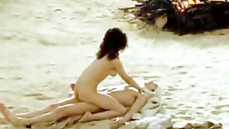 Naked actresses on top in juicy cinema scenes | voyeurstyle.com