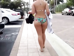 Amateur walks in her pretty bikini