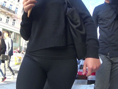 Slow motion candid cameltoe in spandex pants
