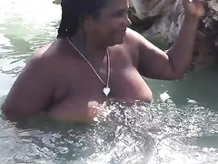 Chubby ebony hooker in the ocean