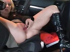 Parking garage coitus with my hot girlfriend
