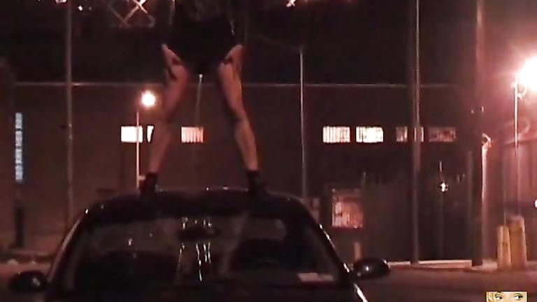 New York City girl loves pissing in public