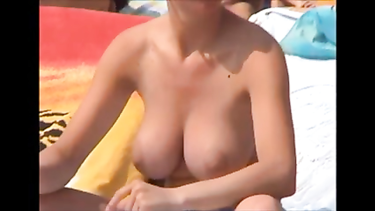Big natural boobs tanning at the beach